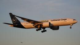 redbull_23さんが、成田国際空港で撮影したルフトハンザ・カーゴ 777-Fの航空フォト(飛行機 写真・画像)