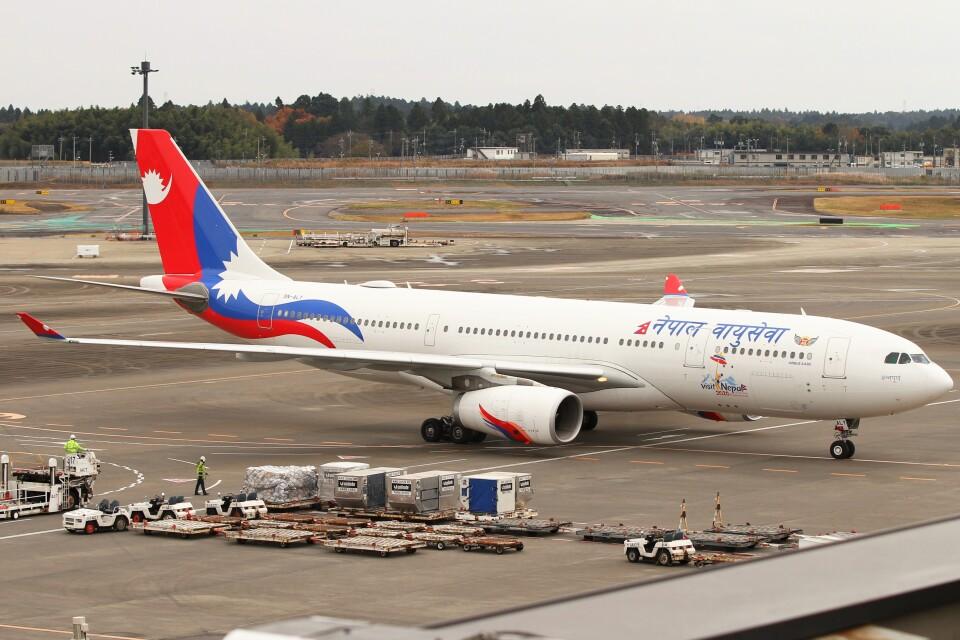 BTYUTAさんのネパール航空 Airbus A330-200 (9N-ALY) 航空フォト