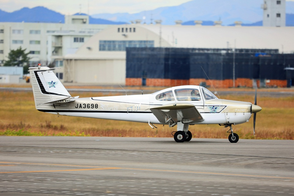 Wasawasa-isaoさんのスカイシャフト Fuji FA-200 Aero Subaru (JA3698) 航空フォト