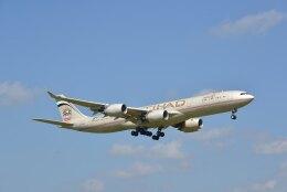 kotaちゃんさんが、成田国際空港で撮影したエティハド航空 A340-541の航空フォト(飛行機 写真・画像)
