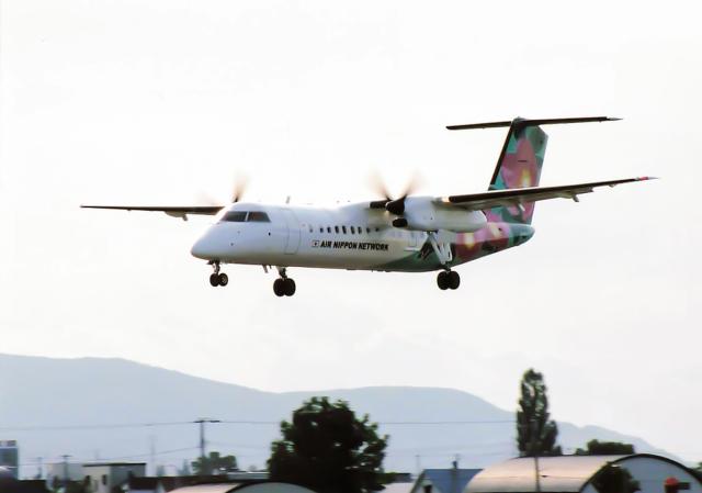 North1973さんが、札幌飛行場で撮影したエアーニッポンネットワーク DHC-8-314Q Dash 8の航空フォト(飛行機 写真・画像)