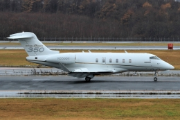 ウッディーさんが、新千歳空港で撮影したアメリカ企業所有 BD-100-1A10 Challenger 300の航空フォト(飛行機 写真・画像)