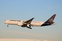シゲキックスさんが、成田国際空港で撮影したルフトハンザ・カーゴ 777-Fの航空フォト(飛行機 写真・画像)