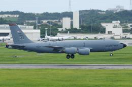 よっしぃさんが、嘉手納飛行場で撮影したアメリカ空軍 KC-135R Stratotanker (717-148)の航空フォト(飛行機 写真・画像)