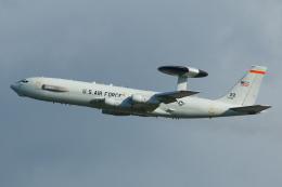 よっしぃさんが、嘉手納飛行場で撮影したアメリカ空軍 E-3B Sentry (707-300)の航空フォト(飛行機 写真・画像)