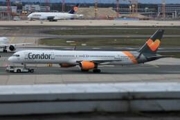 フッ軽の極美さんが、フランクフルト国際空港で撮影したコンドル 757-3CQの航空フォト(飛行機 写真・画像)