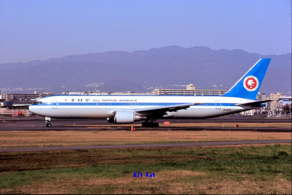 キットカットさんの全日空 Boeing 767-300 (JA602A) 航空フォト