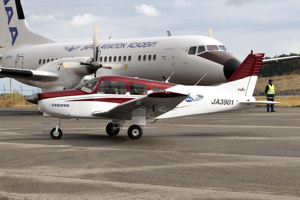 Gripen-YNさんの日本航空学園 Piper PA-28 Cherokee (JA3901) 航空フォト