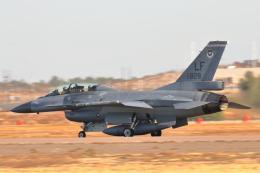 キャスバルさんが、ルーク空軍基地で撮影した中華民国空軍 F-16B Fighting Falconの航空フォト(飛行機 写真・画像)