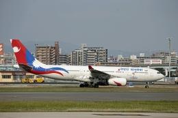JA8589さんが、福岡空港で撮影したネパール航空 A330-243の航空フォト(飛行機 写真・画像)