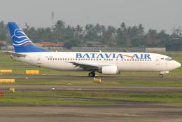 jun☆さんが、スカルノハッタ国際空港で撮影したバタビア航空 737-48Eの航空フォト(飛行機 写真・画像)