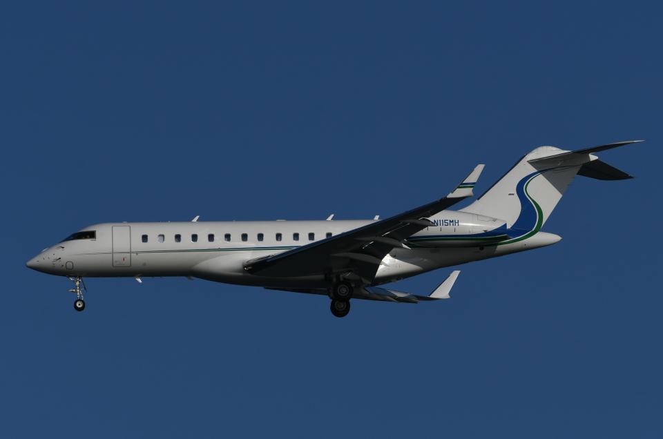 チャーリーマイクさんのウィルミントン・トラスト・カンパニー Bombardier BD-700 Global Express/5000/6000 (N115MH) 航空フォト