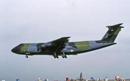 Gambardierさんが、伊丹空港で撮影したアメリカ空軍 C-5B Galaxyの航空フォト(飛行機 写真・画像)