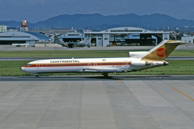 Gambardierさんが、名古屋飛行場で撮影したコンチネンタル航空 727-224/Advの航空フォト(飛行機 写真・画像)