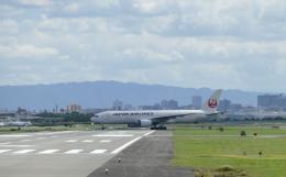 平凡なおっちゃんさんが、伊丹空港で撮影した日本航空 777-289の航空フォト(飛行機 写真・画像)