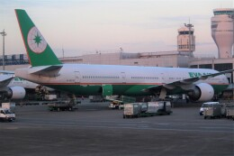OMAさんが、台湾桃園国際空港で撮影したエバー航空 777-35E/ERの航空フォト(飛行機 写真・画像)