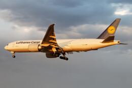 じゃがさんが、成田国際空港で撮影したルフトハンザ・カーゴ 777-FBTの航空フォト(飛行機 写真・画像)