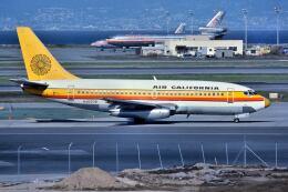 パール大山さんが、サンフランシスコ国際空港で撮影したエアカル 737-293の航空フォト(飛行機 写真・画像)