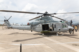 (新)ふぁんとむ改さんが、普天間飛行場で撮影したアメリカ海兵隊 UH-1Yの航空フォト(飛行機 写真・画像)