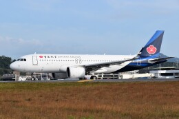 こじゆきさんが、プーケット国際空港で撮影した青島航空 A320-271Nの航空フォト(飛行機 写真・画像)