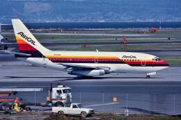 パール大山さんが、サンフランシスコ国際空港で撮影したエアカル 737-247の航空フォト(飛行機 写真・画像)