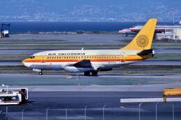 パール大山さんが、サンフランシスコ国際空港で撮影したエアカル 737-159の航空フォト(飛行機 写真・画像)