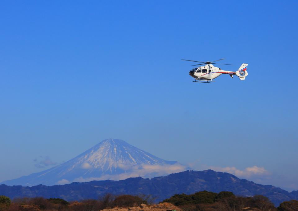タミーさんの静岡エアコミュータ Eurocopter EC135/635 (JA135H) 航空フォト