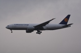 LEGACY-747さんが、成田国際空港で撮影したルフトハンザ・カーゴ 777-FBTの航空フォト(飛行機 写真・画像)