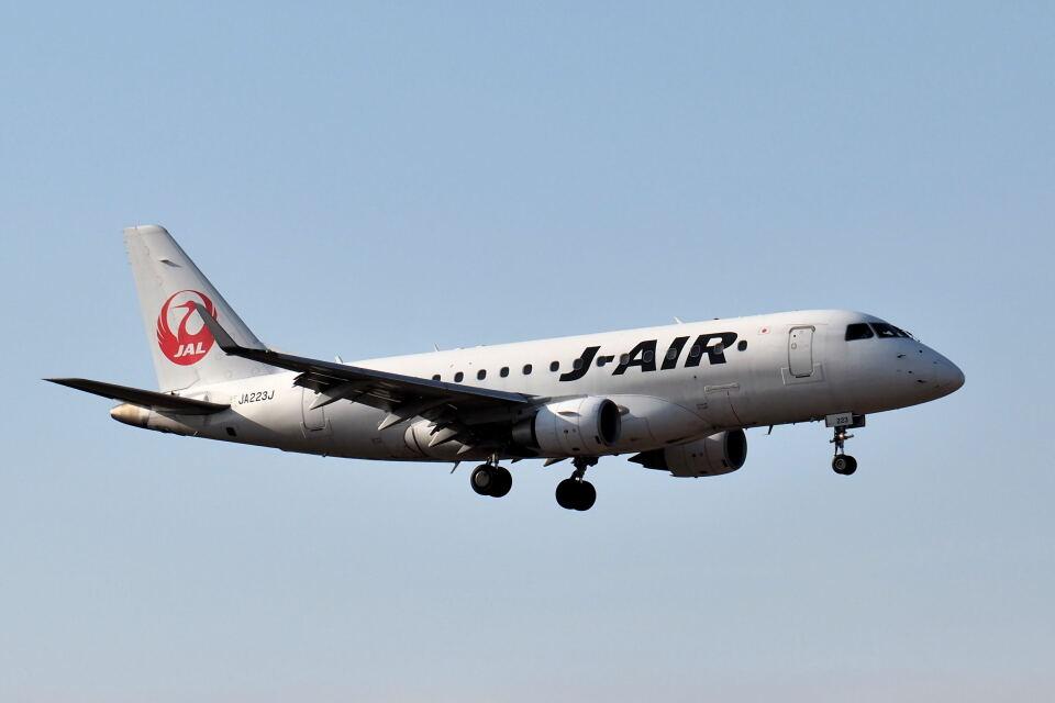 ワイエスさんのジェイエア Embraer 170 (JA223J) 航空フォト