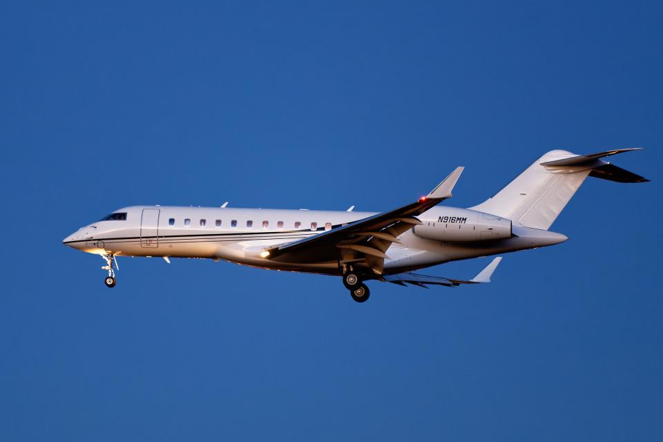 simokさんのウィルミントン・トラスト・カンパニー Bombardier BD-700 Global Express/5000/6000 (N916MM) 航空フォト