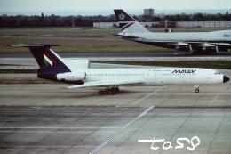 tassさんが、ロンドン・ヒースロー空港で撮影したマレーヴ・ハンガリー航空 Tu-154B-2の航空フォト(飛行機 写真・画像)