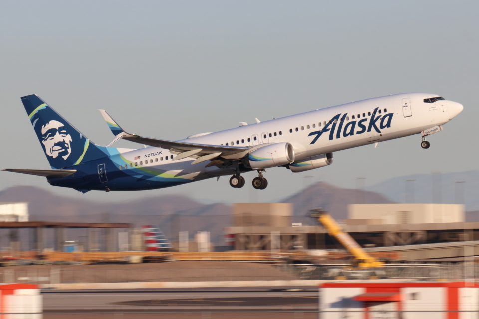 キャスバルさんのアラスカ航空 Boeing 737-900 (N278AK) 航空フォト