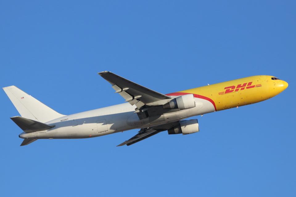 キャスバルさんのDHL Boeing 767-300 (N220CY) 航空フォト