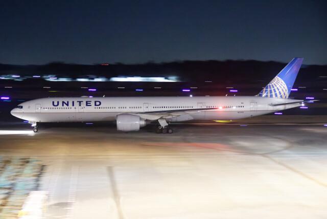 じゃがさんが、成田国際空港で撮影したユナイテッド航空 777-322/ERの航空フォト(飛行機 写真・画像)