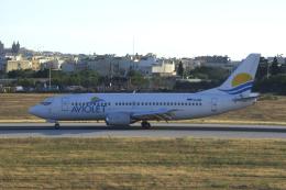 狛犬さんが、マルタ国際空港で撮影したアヴィオレット 737-3H9の航空フォト(飛行機 写真・画像)