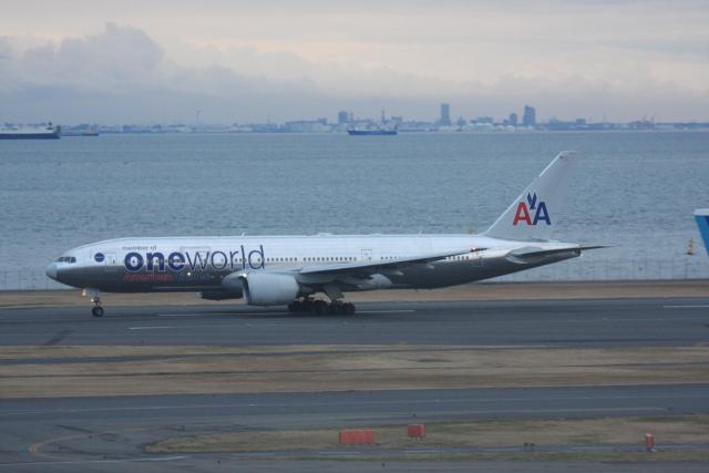 プルシアンブルーさんが、羽田空港で撮影したアメリカン航空 777-223/ERの航空フォト(飛行機 写真・画像)