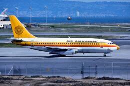 パール大山さんが、サンフランシスコ国際空港で撮影したエアカル 737-2H4の航空フォト(飛行機 写真・画像)