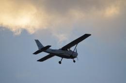 hirokongさんが、八尾空港で撮影したスカイフォト 172S Skyhawk SPの航空フォト(飛行機 写真・画像)