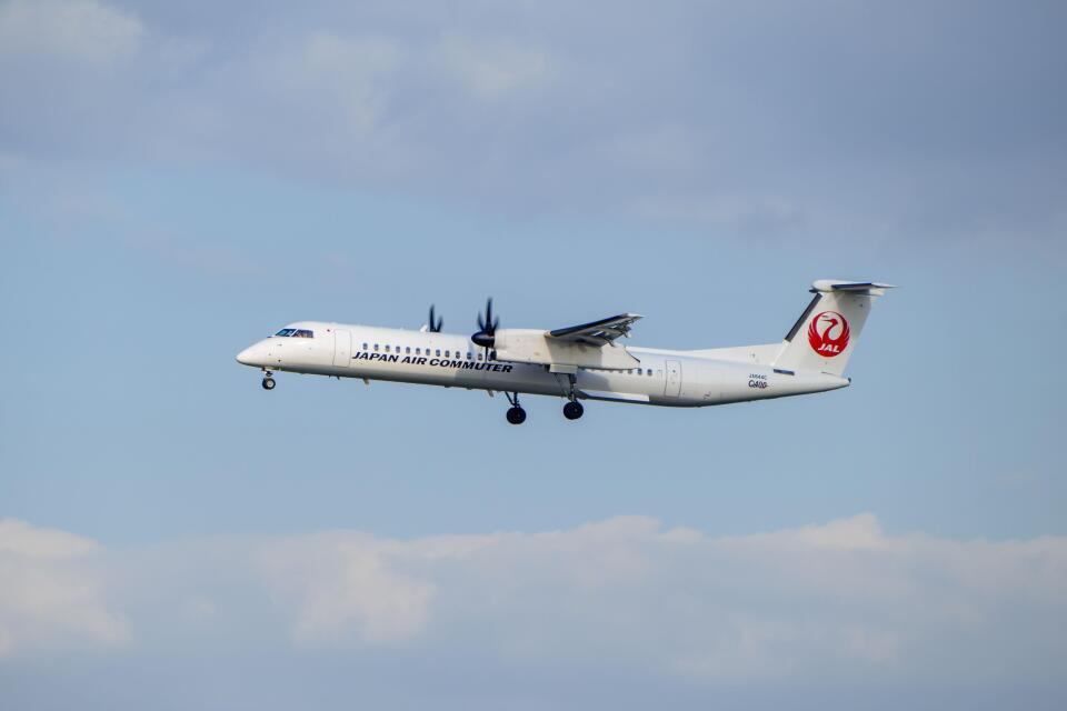 平凡なおっちゃんさんの日本エアコミューター Bombardier DHC-8-400 (JA844C) 航空フォト