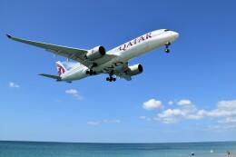 こじゆきさんが、プーケット国際空港で撮影したカタール航空 A350-941の航空フォト(飛行機 写真・画像)