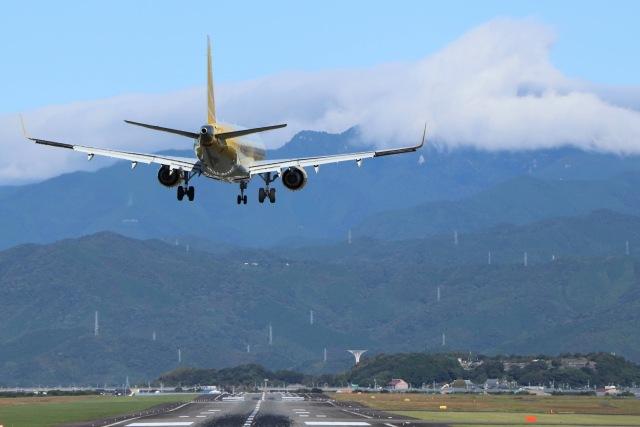 すすまるさんが、高知空港で撮影したフジドリームエアラインズ ERJ-170-200 (ERJ-175STD)の航空フォト(飛行機 写真・画像)