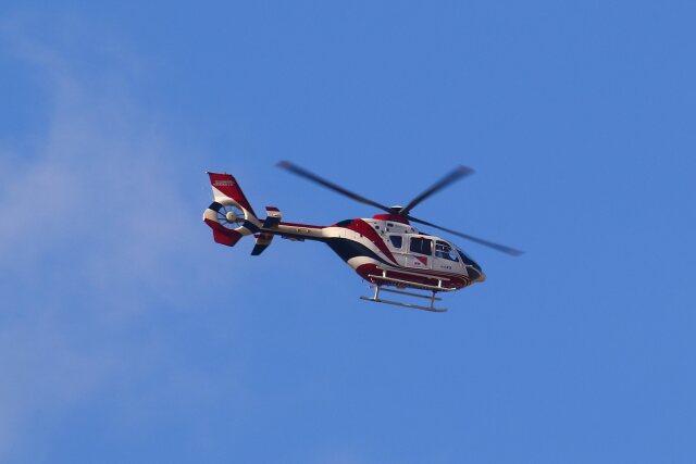 khideさんが、伊丹空港で撮影した読売新聞 EC135P2の航空フォト(飛行機 写真・画像)