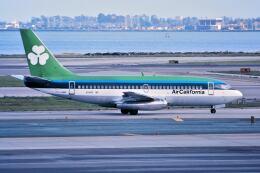 パール大山さんが、サンフランシスコ国際空港で撮影したエアカル 737-248の航空フォト(飛行機 写真・画像)