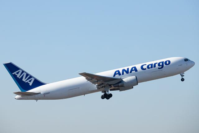 SGR RT 改さんが、成田国際空港で撮影した全日空 767-381F/ERの航空フォト(飛行機 写真・画像)