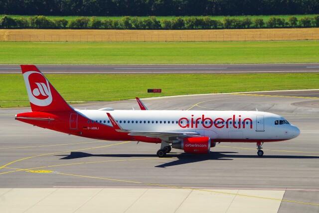 ちっとろむさんが、ウィーン国際空港で撮影したエア・ベルリン A320-214の航空フォト(飛行機 写真・画像)