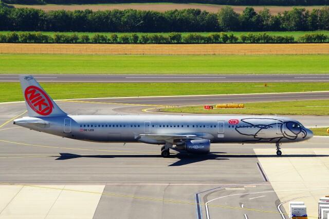 ちっとろむさんが、ウィーン国際空港で撮影したニキ航空 A321-211の航空フォト(飛行機 写真・画像)