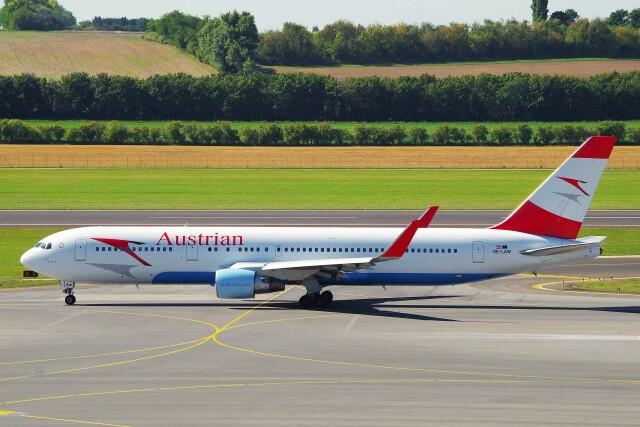 ちっとろむさんが、ウィーン国際空港で撮影したオーストリア航空 767-3Z9/ERの航空フォト(飛行機 写真・画像)