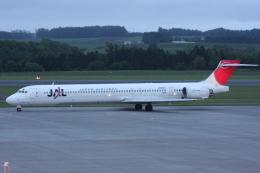 プルシアンブルーさんが、女満別空港で撮影した日本航空 MD-90-30の航空フォト(飛行機 写真・画像)