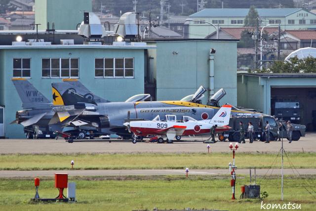 わかすぎさんが、小松空港で撮影した航空自衛隊 T-7の航空フォト(飛行機 写真・画像)