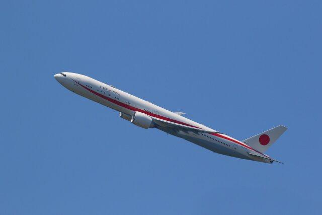 khideさんが、新千歳空港で撮影した航空自衛隊 777-3SB/ERの航空フォト(飛行機 写真・画像)